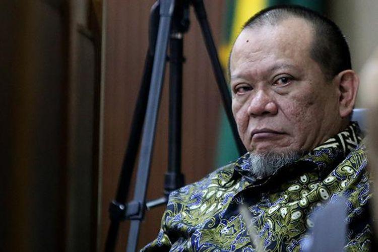 Mantan Ketua Umum Kamar Dagang dan Industri Jawa Timur, La Nyalla Mattalitti menjalani persidangan di Pengadilan Tipikor Jakarta, Rabu (5/10/2016). La Nyalla Matalitti ditetapkan sebagai tersangka kasus dugaan korupsi dana hibah Kadin Jawa Timur tahun 2012 pada 16 Maret 2016.