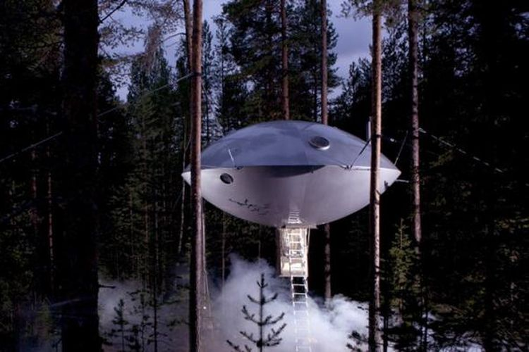 Kamar tipe UFO didesain mirip pesawat luar angkasa di film science fiction.