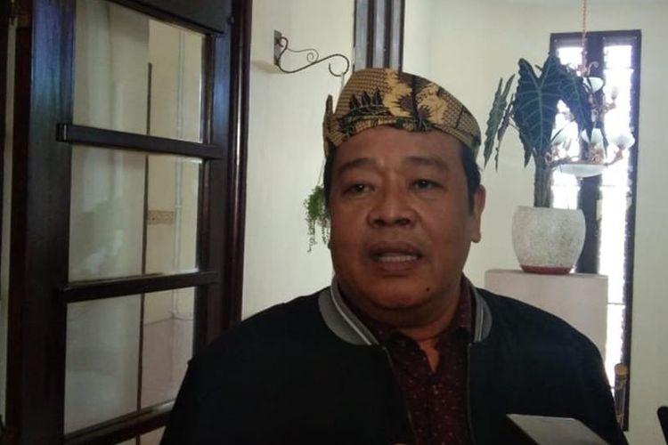 Ketua Fraksi Partai Nasdem DPRD DKI Jakarta Bestari Barus saat memberikan keterangan kepada wartawan usai kunjungan kerja terkait pengelolaan sampah ke Pemkot Surabaya, Senin (29/7/2019).