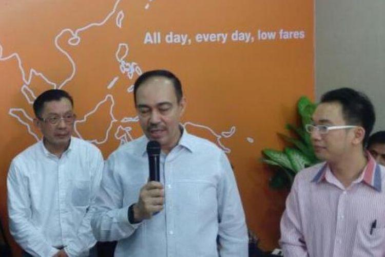 Mantan Walikota Medan, Abdillah (tengah).