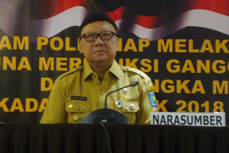 Menteri Dalam Negeri Tjahjo Kumolo saat memberi pengarahan ke Baintelkam Polri di Hotel Grandhika, Jakarta Selatan, Senin (29/1/2018).