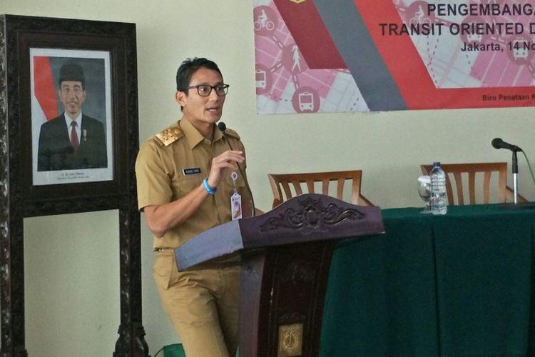 Wakil Gubernur DKI Jakarta Sandiaga Uno saat membuka focus group discussion (FGD) tentang pengembangan kawasan transit oriented development (TOD) di Balai Kota DKI Jakarta, Selasa (14/11/2017).