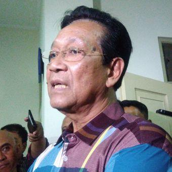 Gubernur DIY Sri Sultan Hamengku Buwono X seusai menjenguk korban pembacokan di RS Panti Rapih Yogyakarta.
