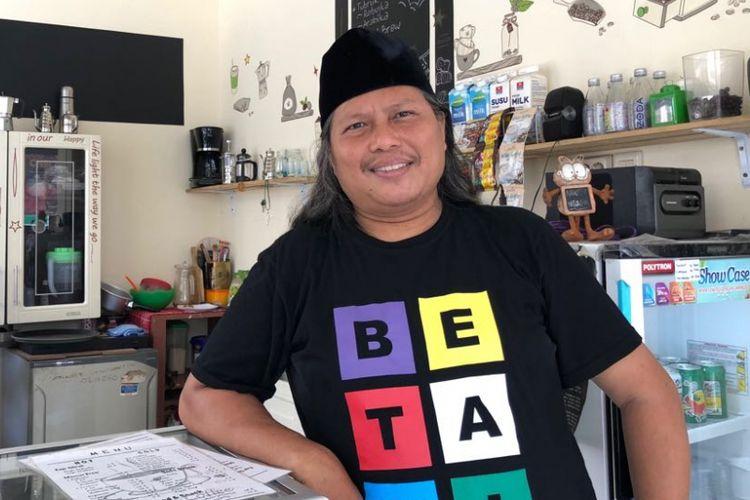 Budayawan Betawi asal Kemayoran, Ahmad Suaip atau akrab disapa Davi Kemayoran, ketika ditemui Kompas.com, Rabu (20/6/2018).