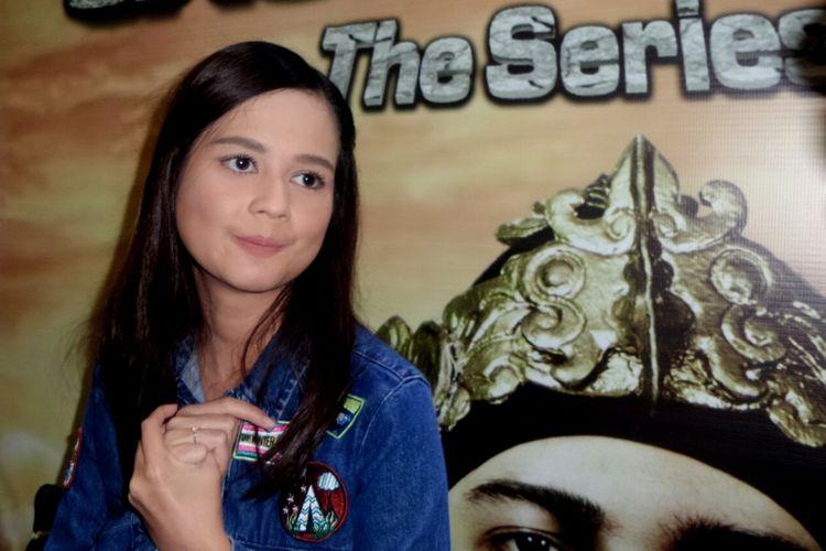Cut Meyriska dalam sesi wawancara di Senayan City, Jakarta Pusat, Rabu (9/8/2017).