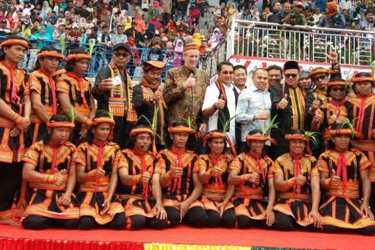 Gaura Mancacarita, di tengah-tengah para penari Saman