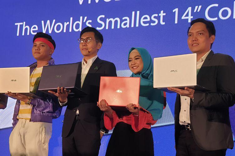 Asus SEA Regional Director Jimmy Lin (kedua dari kiri) dalam acara peluncuran Asus Vivobook Ultra A412 dan K403 di Jakarta, Kamis (20/6/2019).