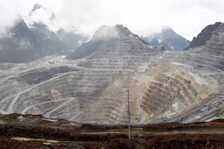 Aktivitas tambang terbuka Grasberg, PT Freeport Indonesia di Papua.