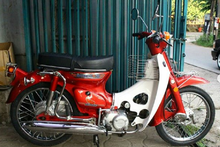 Modifikasi bergaya Honda Super Cub C70 dari basis Astrea Grand.