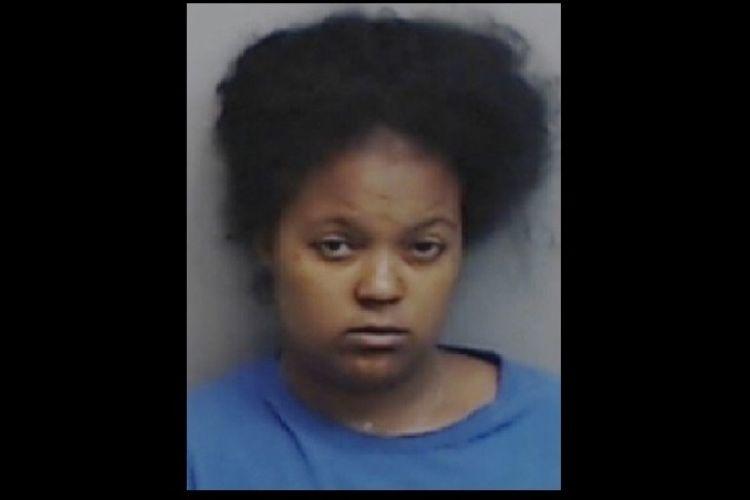 Lamora Williams (24) didakwa membunuh kedua anaknya secara kejam