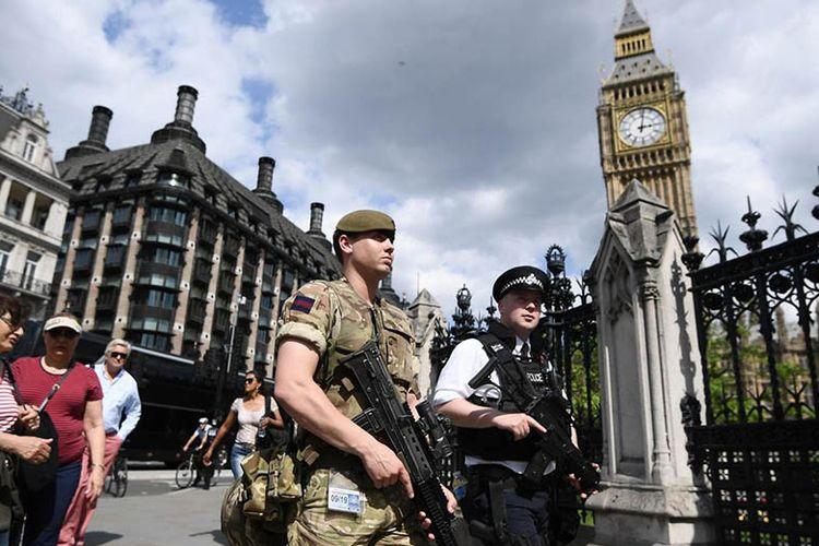 Ketatnya Pengamanan Pernikahan Pangeran Harry-Meghan Markle - Kompas.com Lifestyle Kompas Polisi dan tentara Inggris berjaga di kawasan London. Warga Inggris menjadi salah satu yang paling