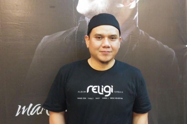 Vokalis grup band PADI, Fadly diabadikan saat peluncuran Album Kompilasi Religi Terbaik di KFC Kemang, Jakarta Selatan, Rabu (24/5/2017)