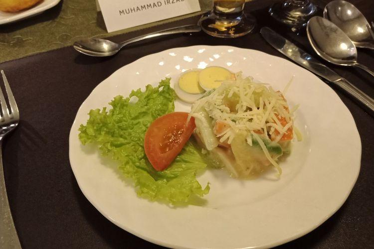 Selada Huzar, hidangan pembuka yang biasa disajikan pada Sri Sultan HB VIII (periode bertakhta 1921-1939) di Restoran Bale Raos, kawasan Keraton Yogyakarta, Sabtu (12/3/2018).