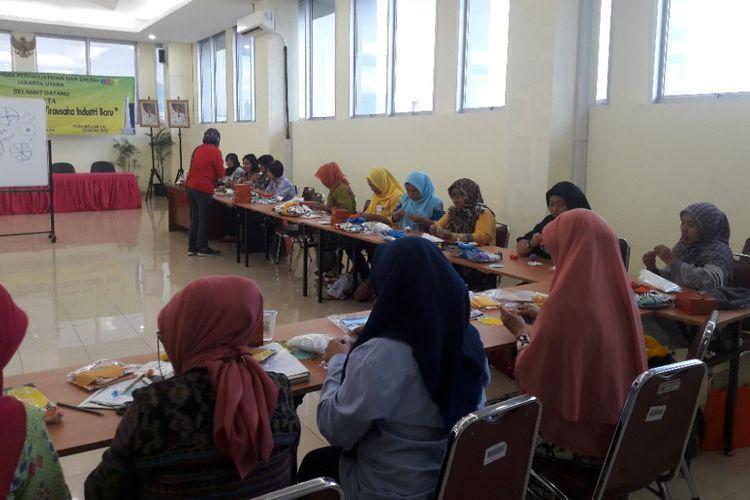 Suasana pelatihan OK OCE di Kantor Kecamatan Kelapa Gading, Jakarta Utara, Selasa (17/4/2018).
