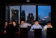 Kerja Shift Malam? Jaga Kualitas Tidur dengan 9 Cara Ini