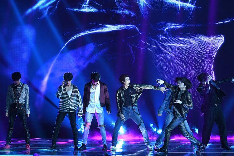 Boyband K-pop BTS tampil di panggung 2018 Billboard Music Awards yang digelar di MGM Grand Garden Arena, Las Vegas, AS, Minggu (20/5/2018).