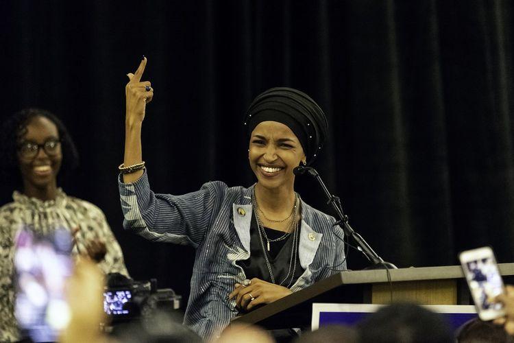 Ilhan Omar, politisi perempuan Muslim yang terpilih sebagai anggota House of Representatives dari Negara Bagian Minnesota ketika berbicara di hadapan pendukungnya Selasa (6/11/2018).