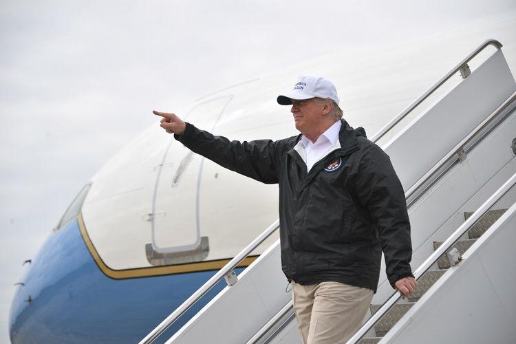 Presiden Amerika Serikat Donald Trump ketika sampai di Bandara Internasional McAllen, Texas, pada 10 Januari 2019 untuk mengunjungi tembok perbatasan.