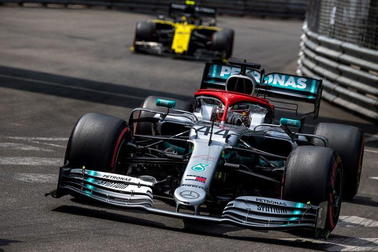 Lewis Hamilton, menjalani sesi kualifikasi.