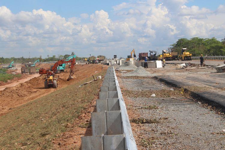 Proses pengerjaan tol Kayu Agung-Palembang masih terus berlangsung. Tol ini rencananya akan di fungsikan untuk arus mudik nanti.