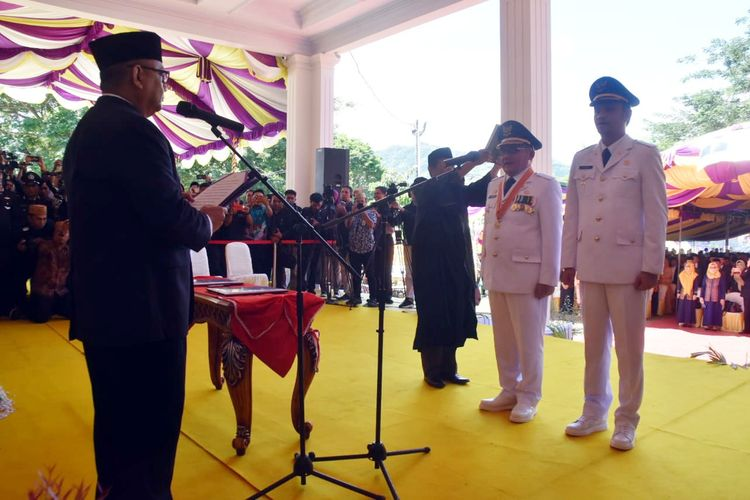 Pasangan Marten Taha dan Ryan Kono Dilantik Gubernur Gorontalo Rusli Habibie Sebagai Wali Kota dan Wakil Wali Kota Gorontalo