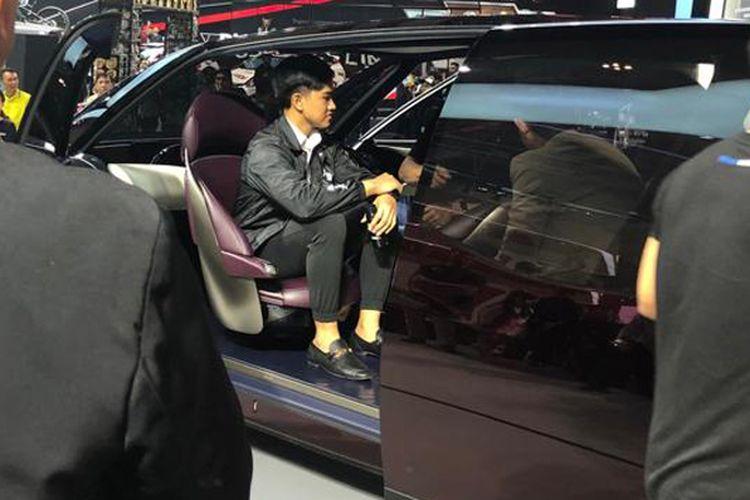 Kaesang Pangarep kunjungi GIIAS untuk lihat Toyota Supra