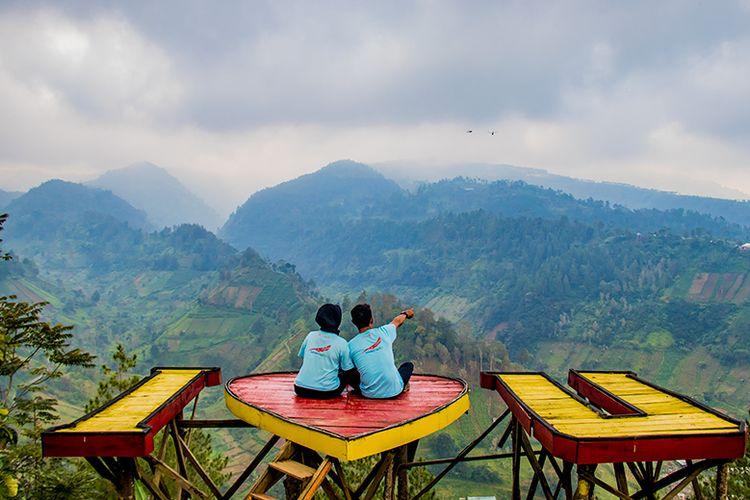Spot foto romantis di Bukit Hope Karanganyar.