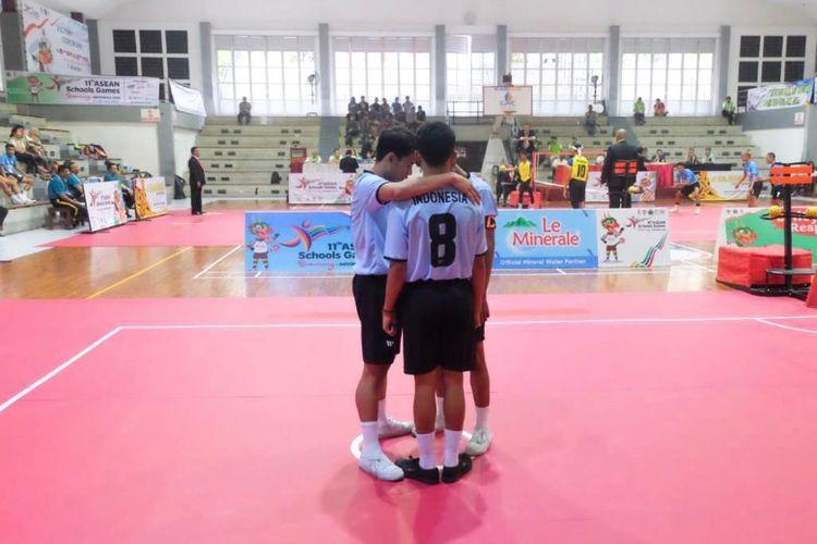 Atlet muda dari Indonesia memulai pertandingan dengan berdoa terlebih dahulu