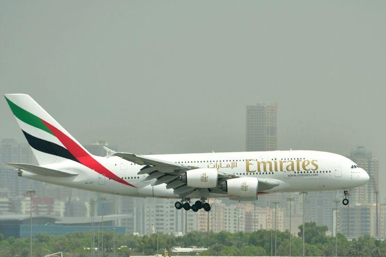 Sebuah Airbus A380 milik maskapai penerbangan Emirates Airlines.