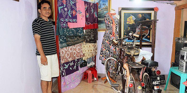 Ali Basha (42), salah satu warga di Kampung Batik, Kecamatan Rejomulyo, Kota Semarang, Jawa Tengah, Selasa (2/5/2017) menunjukkan ruangan yang nantinya akan menjadi galery batik hasil perajin setempat. Kampung Batik, merupakan satu dari puluhan kampung khas yang berbenah untuk pariwisata.