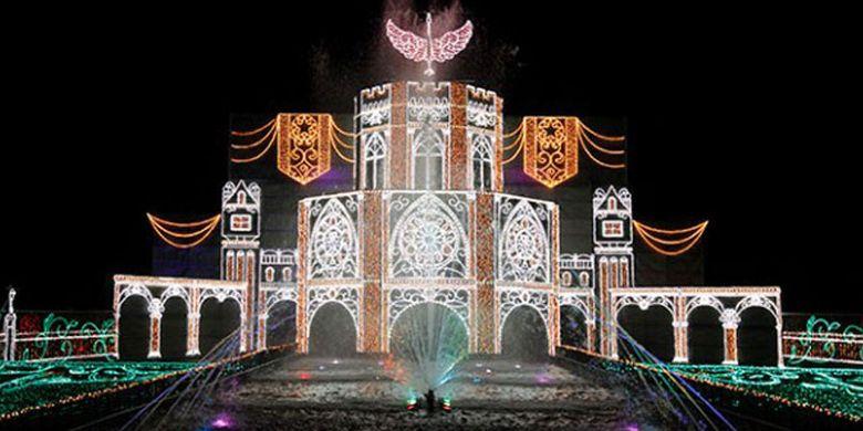 Festival Sagami-ko Ilumination merupakan event iluminasi terbesar di daerah Kanto (Tokyo dan sekitarnya). Pada area Hikari no Daikyuden pengunjung dapat menikmati iluminasi yang berkolaborasi dengan air mancur pada akhir petualangan.