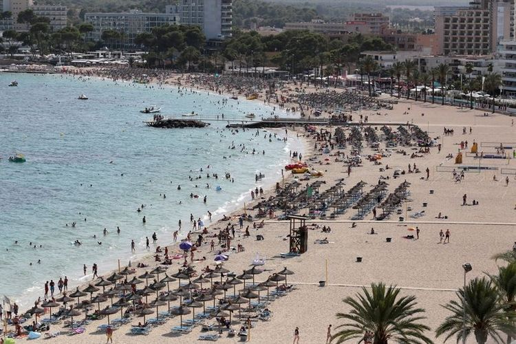 Dalam sehari, tiga turis perempuan diperkosa di pantai wisata di Pulau Majorca, Inggris.