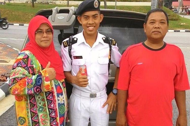 Zulfarhan (tengah) bercita- cita suatu hari nanti dapat menjadi kapten kapal angkatan laut.