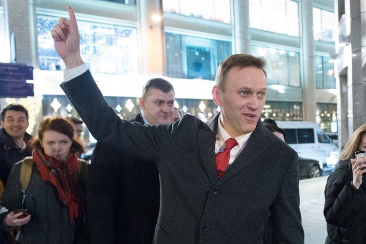 Pemimpin oposisi Rusia, Alexei Navalny, berkeliling di jalanan Moskwa, Rusia, Senin (25/12/2017), setelah Komisi Pemilu Rusia menolak pencalonan dirinya untuk Pemilu Presiden Rusia pada 2018 menghadapi Presiden Vladimir Putin. Atas penolakan ini, dia menyerukan pemboikotan pemilu.