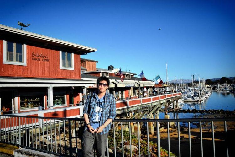 wilson Wangsawinata ketika berada di Monterey Bay, California, Amerika Serikat.