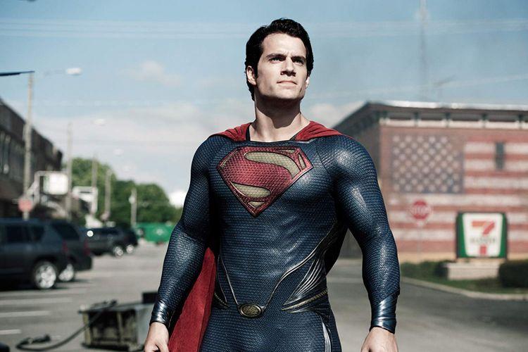 Henry Cavill, artis peran dari Inggris, berperan sebagai Superman dalam film Man of Steel (2013).