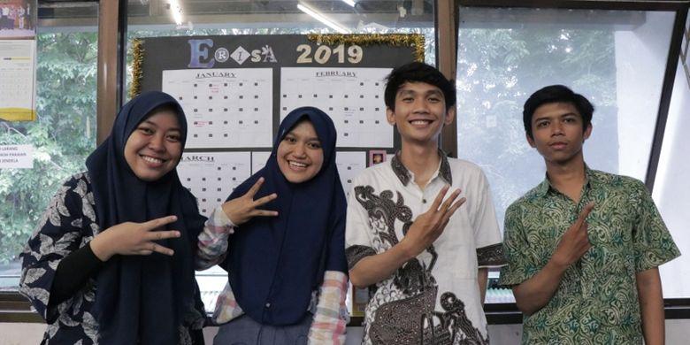 Tim EEPIS Robot Intelligent In Sense of Art (ERISA) Politeknik Elektronika Negeri Surabaya (PENS) yang akan unjuk kebolehan selama tiga hari (21-23/4) mendatang.