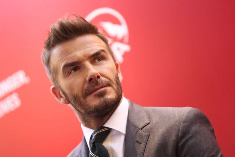 Gaya rambut David Beckham saat acara Temu Media AIA di Hotel Raffles, Kuningan, Jakarta, Senin (26/03/2018). Di usia 43 tahun, David Beckham masih menjadi idola banyak wanita dan pria, ketampanan dan penampilannya yang selalu berganti setiap tahunnya selalu menarik untuk disoroti.