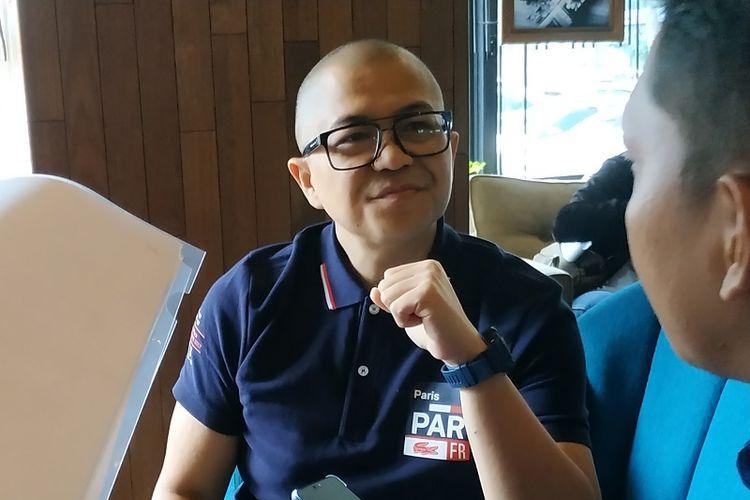 Presenter dan penyiar radio kondang Kemal Mochtar