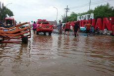 Air Sungai Meluap, Tutup Jalan Nasional hingga Rendam Ratusan Rumah Warga dan Rusak Kapal Nelayan