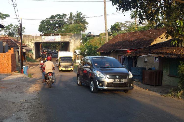 Kondisi ruas jalan Salaeurih, Cianjur, Jawa Barat, Jumat (24/05/2019) petang. Ruas jalan ini akan dijadikan jalur alternatif pada arus mudik lebaran tahun ini di jalur lintas selatan Cianjur