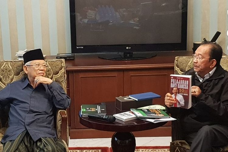 Mantan Menteri Pendayagunaan BUMN Tanri Abeng saat bertemu cawapres nomor urut 01 Maruf Amin di kediaman Maruf, di Jakarta Pusat, Selasa (12/2/2019).