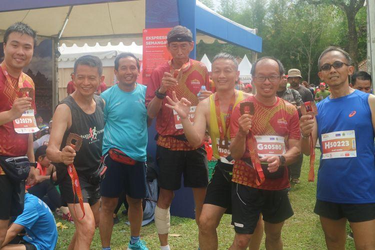 Anggota komunitas Sabuga Runners berpose usai sampai di garis finish