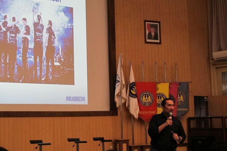 Dedy Irvan saat memberikan materi eSport ke peserta workshop karir Intel