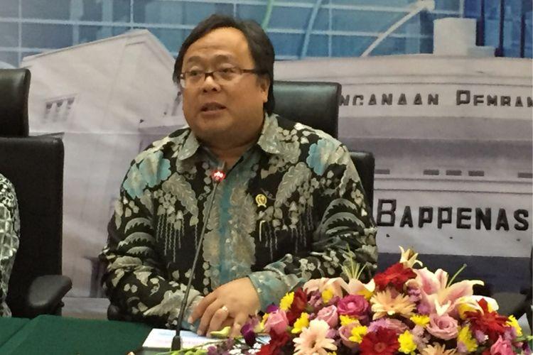 Kepala Bappenas Bambang Brodjonegoro saat mengumumkan hasil analisis penurunan angka kemiskinan dan kesenjangan dari data BPS awal tahun 2018 pada Selasa (9/1/2018).