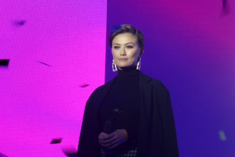 Penyanyi sekaligus Brand Ambassador Clear Agnez Mo pada peluncurn kampanye terbaru Clear di Empirica, SCBD, Jakarta, Jumat (21/9/2018).
