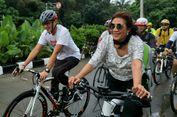 Jelang Tanding, Asyiknya Sandiaga dan Susi Bersepeda di Danau Sunter
