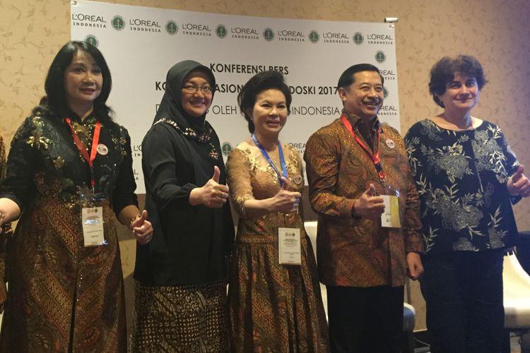 Kanan-kiri: Maya Krasteva MD, PhD; Dr Syarief Hidayat, SpKK, FINSDV, FAADV; Dr Sri Ellyani, SpKK, FINSDV, FAADV; Dewi Rijah Sari