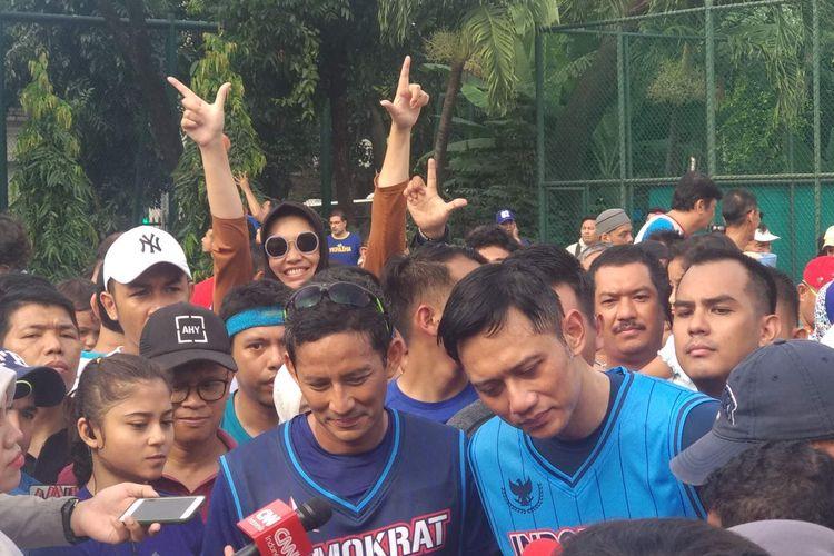 Calon wakil presiden Sandiaga Uno main basket bersama Ketua Komando Tugas Bersama (Kogasma) Partai Demokrat Agus Harimurti Yudhoyono (AHY), Minggu (17/3/2019) pagi.