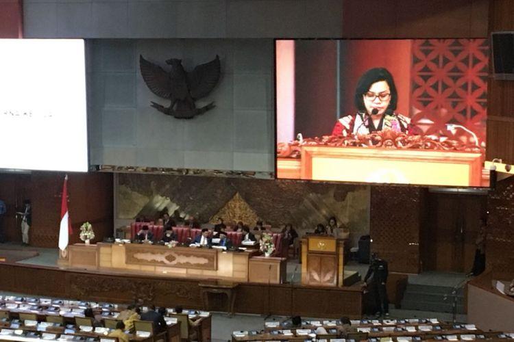 Menteri Keuangan Sri Mulyani Indrawati saat pidato mengenai kerangka ekonomi makro dan pokok-pokok kebijakan fiskal tahun 2019 di ruang rapat paripurna Nusantara II DPR, Jakarta Pusat, Jumat (18/5/2018).